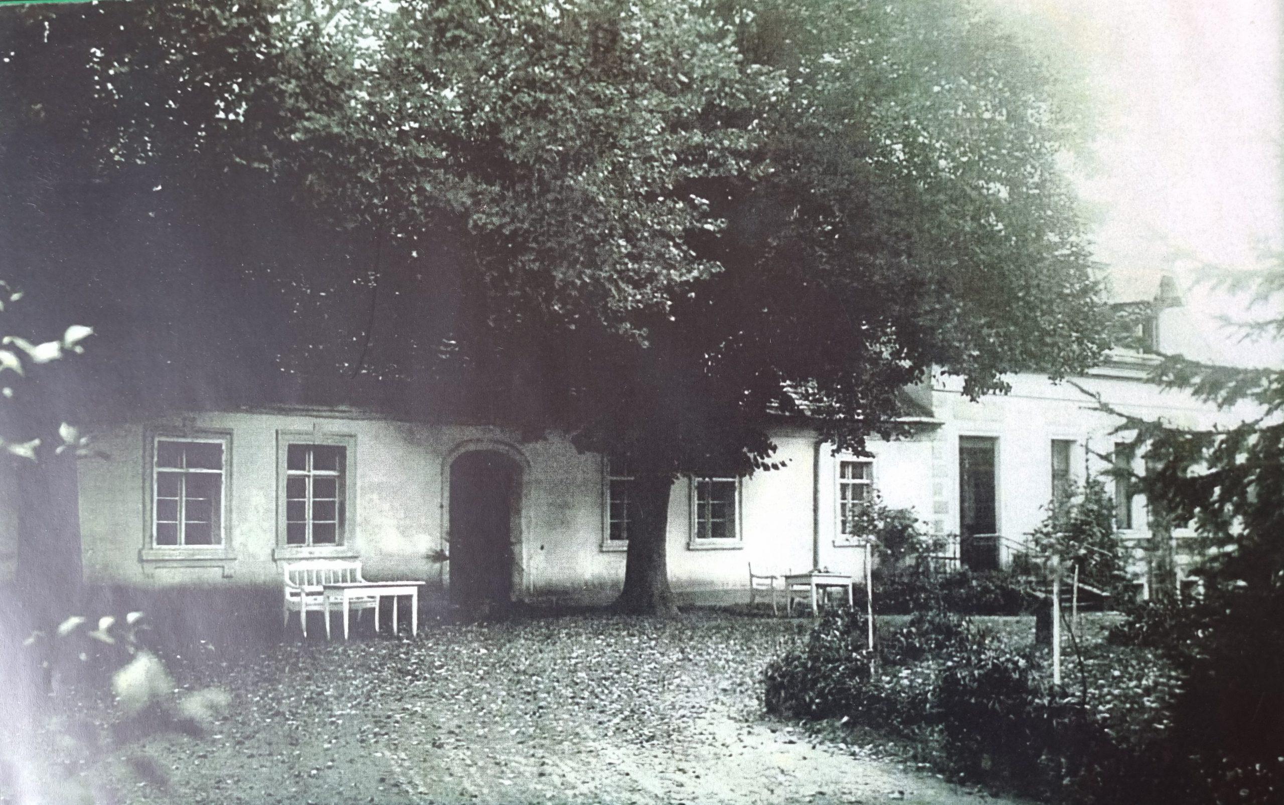 najstarsza, srodkowa czesc dworu ok. 1914